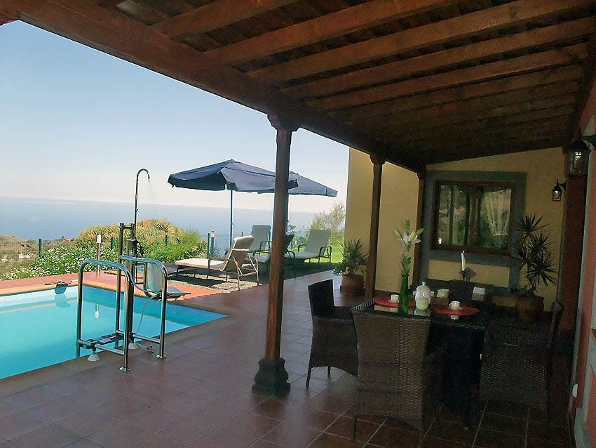 Wheelchair accessible Holiday Cottage La Palma with private pool Villa Las Viñitas: View of the terrasse