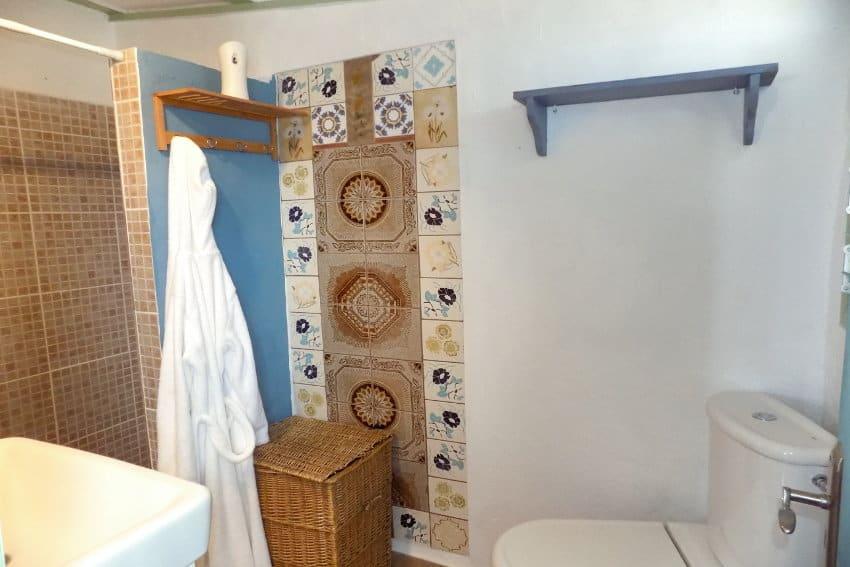 Spain - Canary Islands - la Palma - Las Manchas - Villa Tamanca - Bathroom with shower and beautiful mosaic tiles