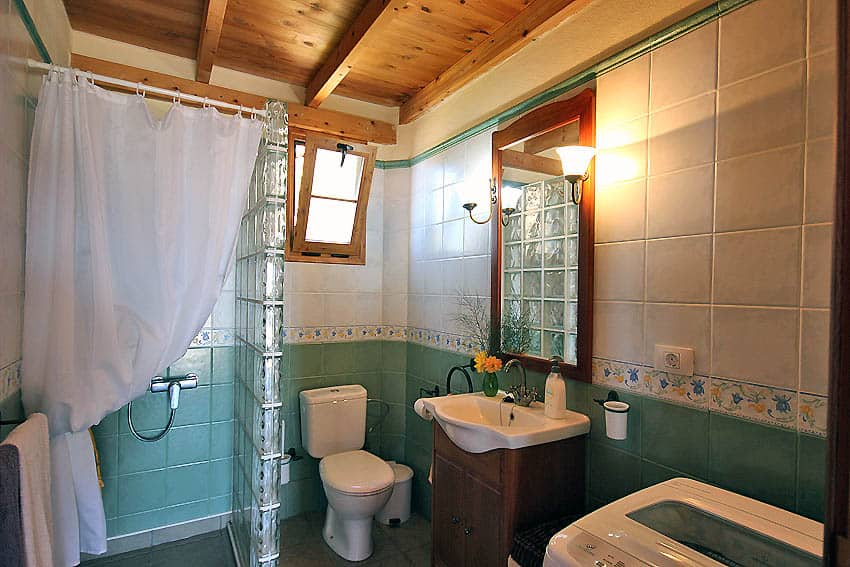 Holiday Cottage with pool La Palma Casa Candelario: Bathroom with shower