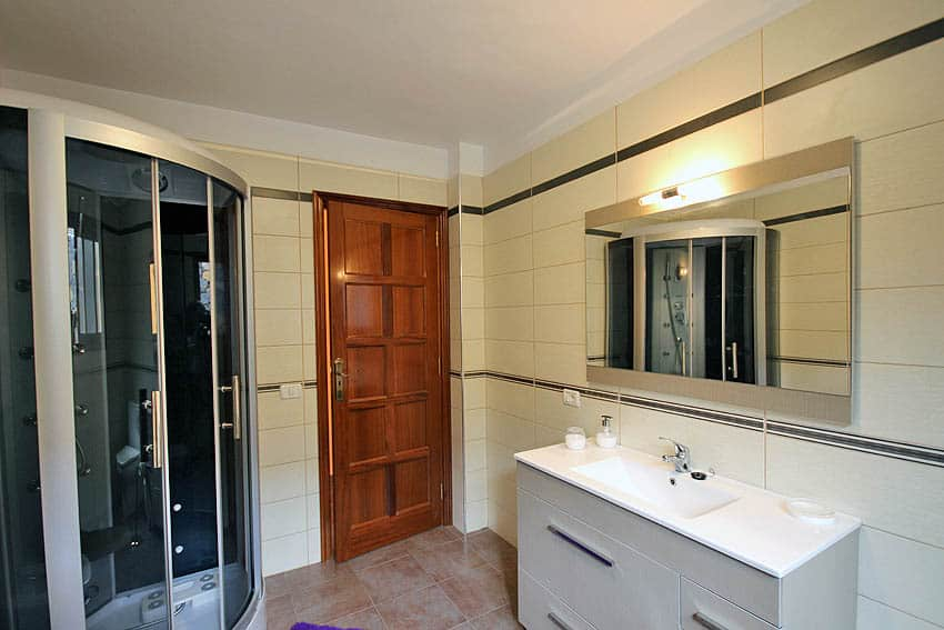 Bathroom with a large hydromassage shower