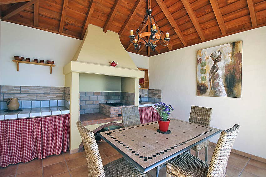 Holiday Cottage with pool La Palma Casa Candelario: Covered Barbecue