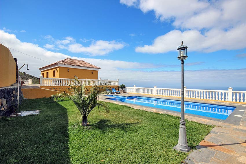 View over the pool to the house La Planta