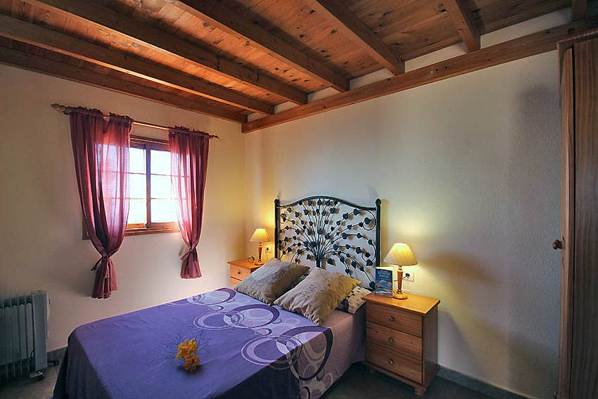 Holiday Cottage with pool La Palma Casa Candelario: Bedroom with double bed
