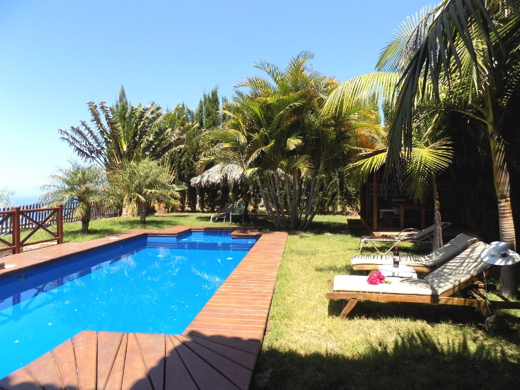 Spain - Canary Islands - La Palma - La Punta - Villa Nerea - Cozy sunbeds in the tropical garden for relaxing holidays on La Palma