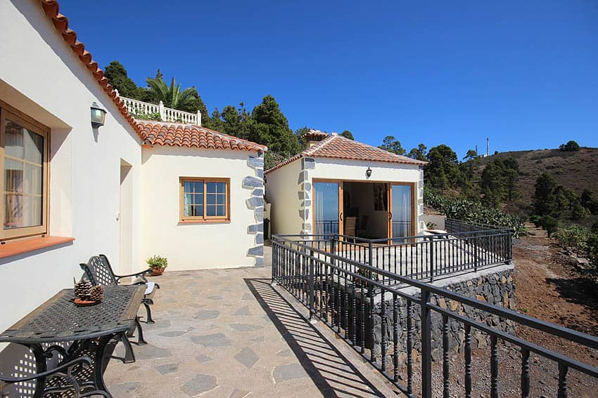 Holiday Cottage with pool La Palma Casa Candelario: Terrace with seating and barbecue house