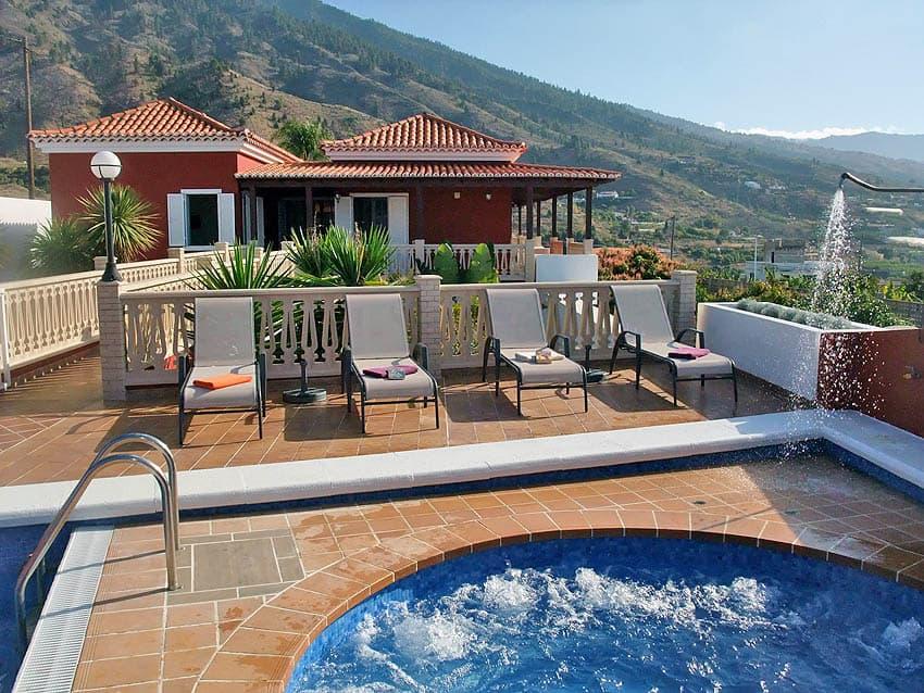 Location Villa avec piscine privée La Palma Villa Cerco La Cruz: Vue de la vallée de Aridane du Whirlpool