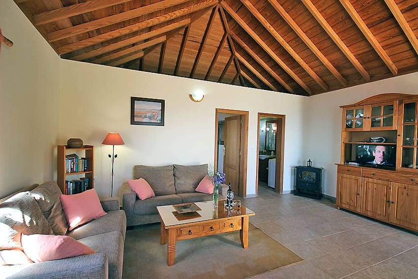 Holiday Cottage with pool La Palma Casa Candelario: Sofas and doors to the bedroom and bathroom