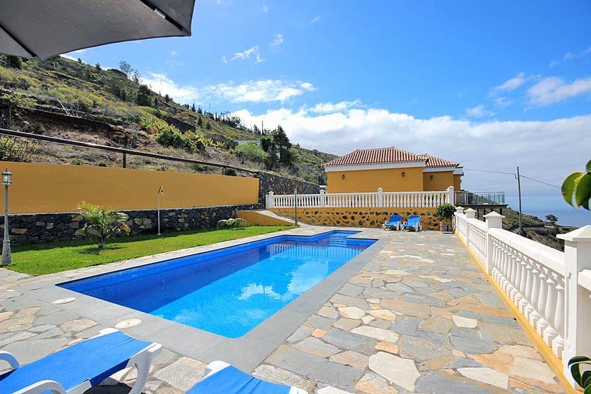 Der wunderschöne Außenbereich des Ferienhauses La Planta