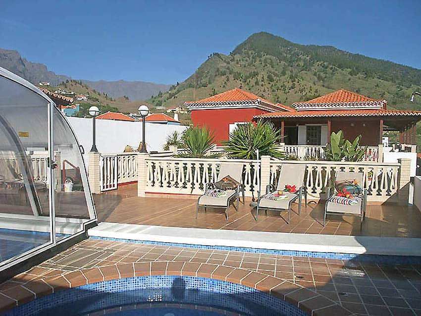 Villa con piscina privada La Palma Villa Cerco La Cruz: La cúpula de plexiglás de piscinas privadas asegura una temperatura del agua agradable