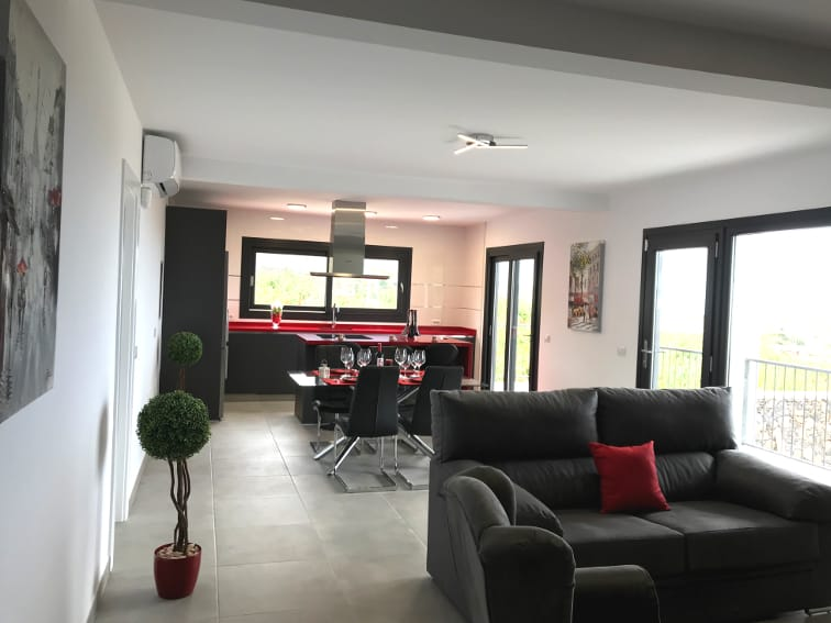 Spain - Canary Islands - La Palma - Los Llanos de Aridane - Villa La Graja - Modern living and dining area with American kitchen