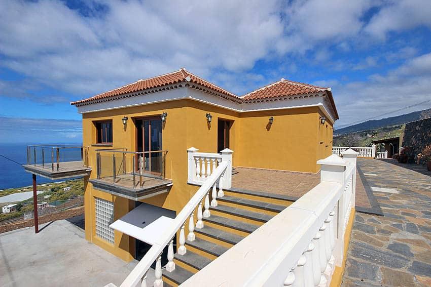 Lateral view of Casa La Planta