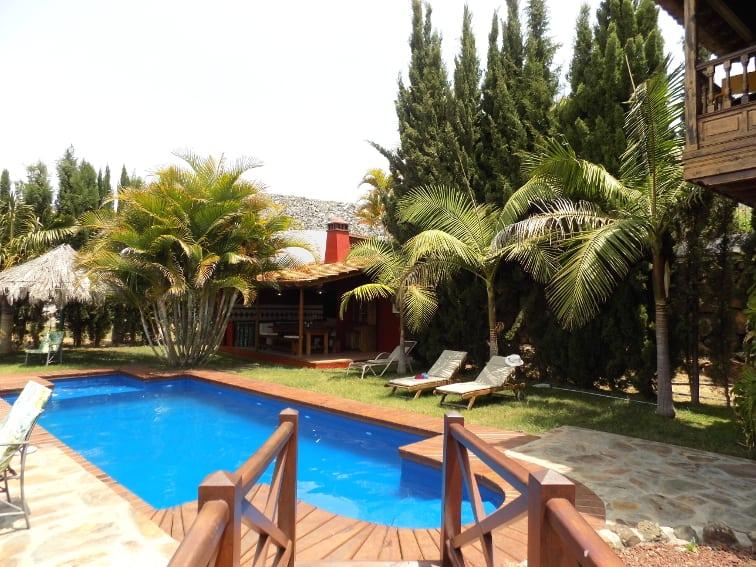 Spanien - Kanaren - La Palma - La Punta - Villa Nerea - über den kleinen Steg geht es direkt zum Pool und zum Barbecue