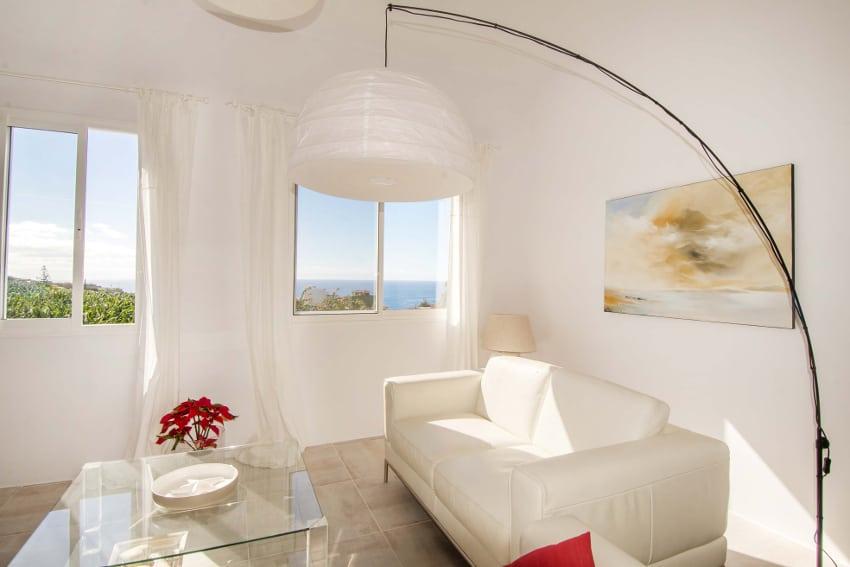 Spanien - Kanarische Inseln - La Palma - Tazacorte - Casa Alma Marina - Wohnbereich mit bequemen Ledersofas