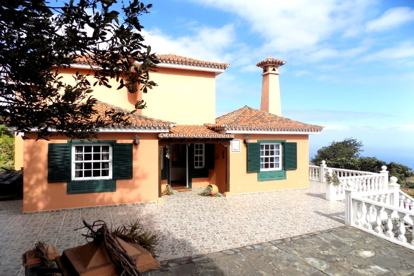 Spain - Canary Islands - La Palma - Mazo - Villa Monte Breña - Entrance of the countrz house villa in Canarian style with modern furnished interior