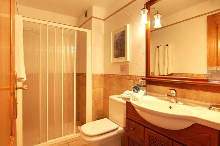 Spanien - Kanarische Inseln - La Palma - Puerto Naos - Apartment Brisa del Mar - Badezimmer mit Dusche