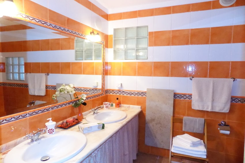 Spain - Canary Islands - La Palma - Mazo - Villa Monte Breña - bathroom on the ground floor
