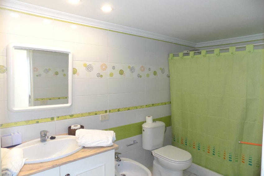 Spain - Canary Islands - La Palma - Puerto Naos - Apartment Atlántico Playa - Bathroom with shower
