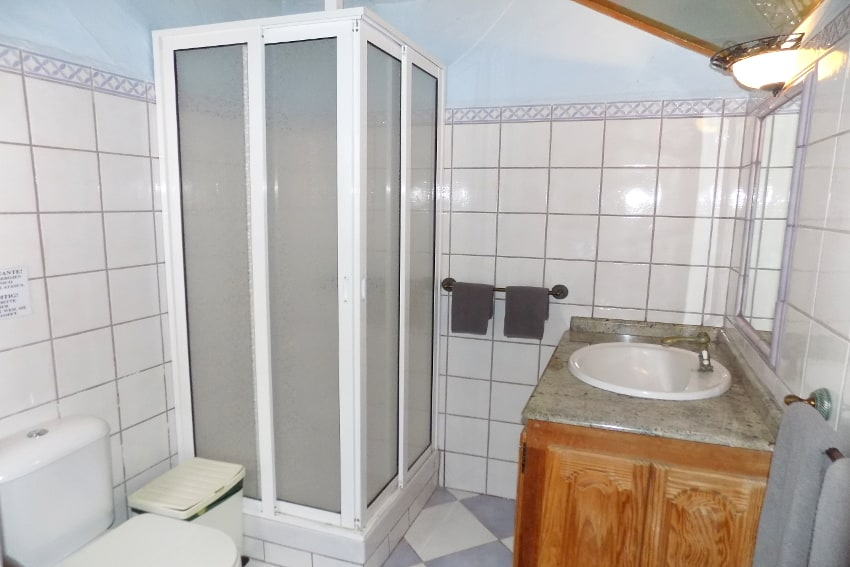 Spain - Canary Islands - La Palma - La Punta - Casa La Gorgonia - Bathroom en suite