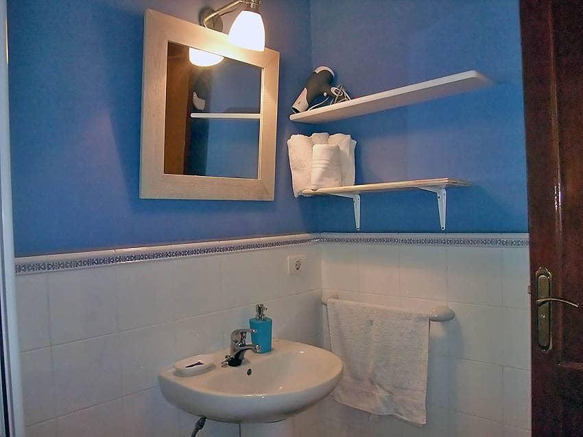 Holiday Cottage with pool La Palma Casa El Salto: Bathroom with shower