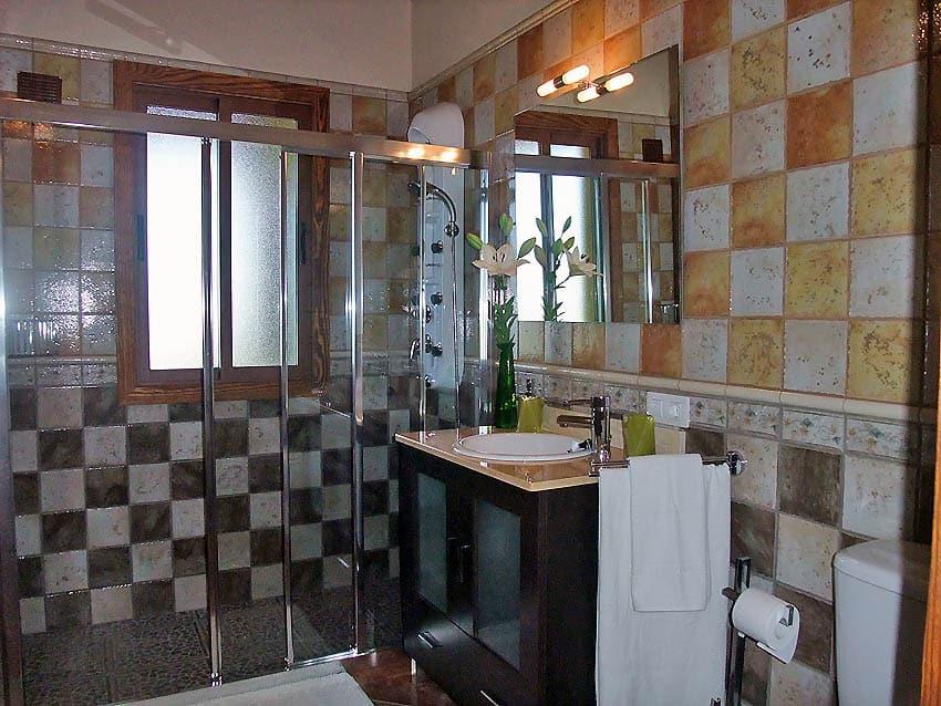 baño con ducha adaptada