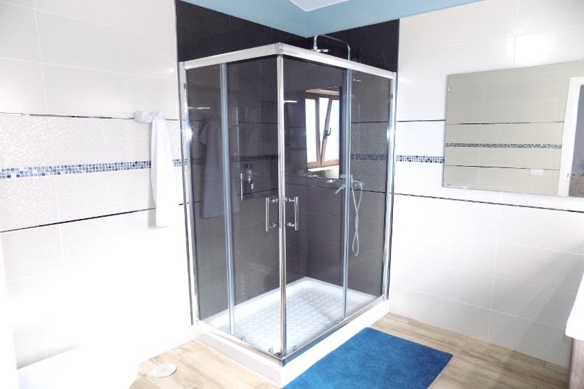 Spain - Canary Islands - El Hierro - Frontera - Villa Tejeguate - Bathroom en-suite with shower