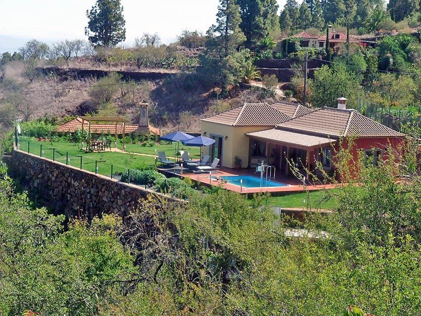 Casa Rural adaptada para personas con discapacidad La Palma con piscina Villa Las Viñitas: Vista a la casa