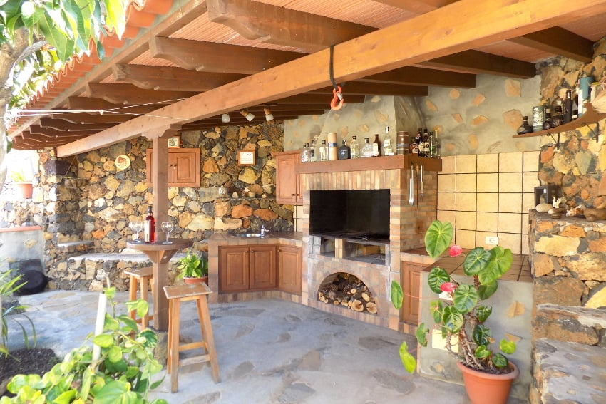 Spain - Canary Islands - La Palma - Tijarafe - Casa La Hoya - Comfortable barbecue area