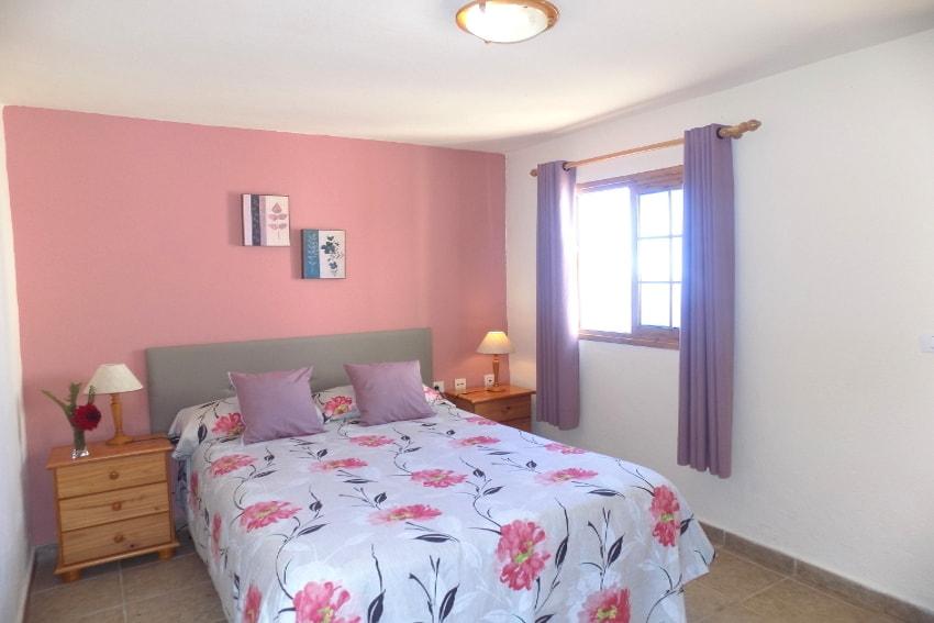 Spanien - Kanarische Inseln - La Palma - Puntagorda - das gemütliche Schlafzimmer mit Doppelbett
