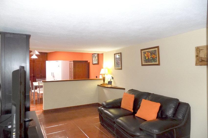 Spain - Canary Islands - El Hierro - Valverde - Casa La Florida 2 - Open floor concept between Ameriacn kitchen and living room