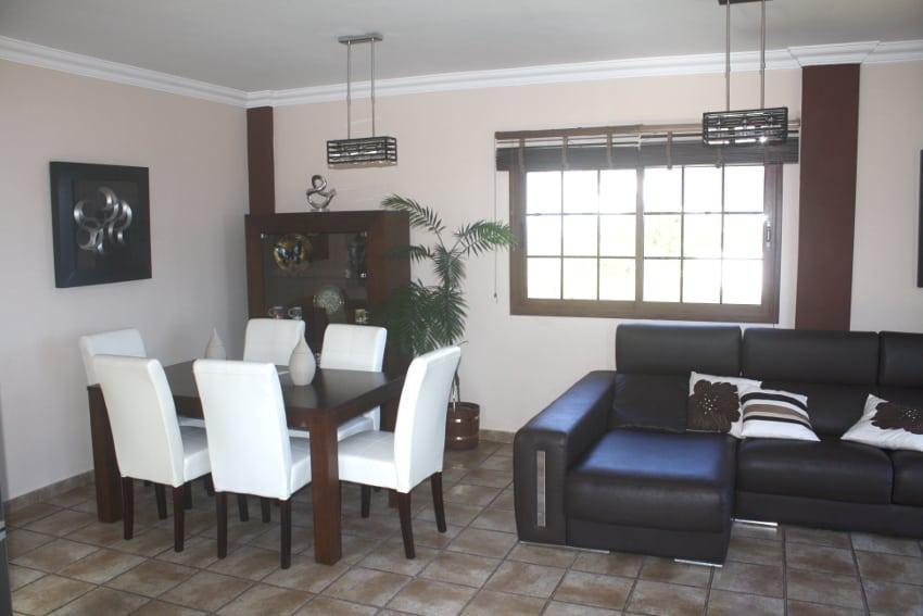 España - Islas Canarias - El Hierro - Los Llanillos - Casa Victor - Casa rural en el Valle de Golfo - Cocina y comedor con mesa de comedor