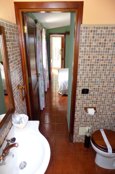 Spain - Canary Islands - El Hierro - Valverde - Casa La Florida 2 - Bathroom en-suite with shower
