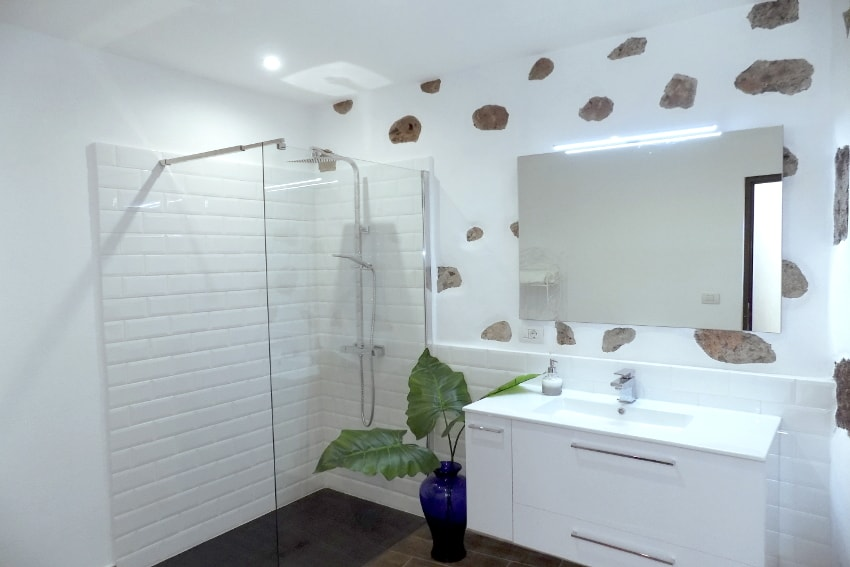 Spain - Canary Islands - La Palma - Tazacorte - Casa Maria - Bathroom with shower