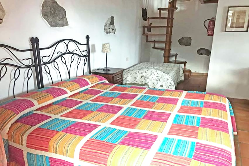 España - Islas Canarias - El Hierro - Frontera - Casa Gilberto - Dormitorio con cama doble en la planta baja