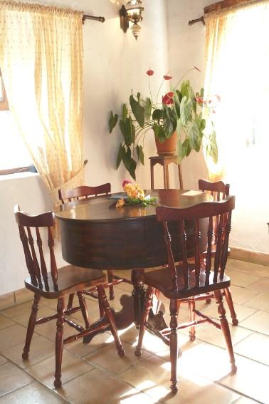 Spain - Canary Islands - El Hierro - Los Llanillos - Casa Pepe Luis - Eat-in kitchen with dining area