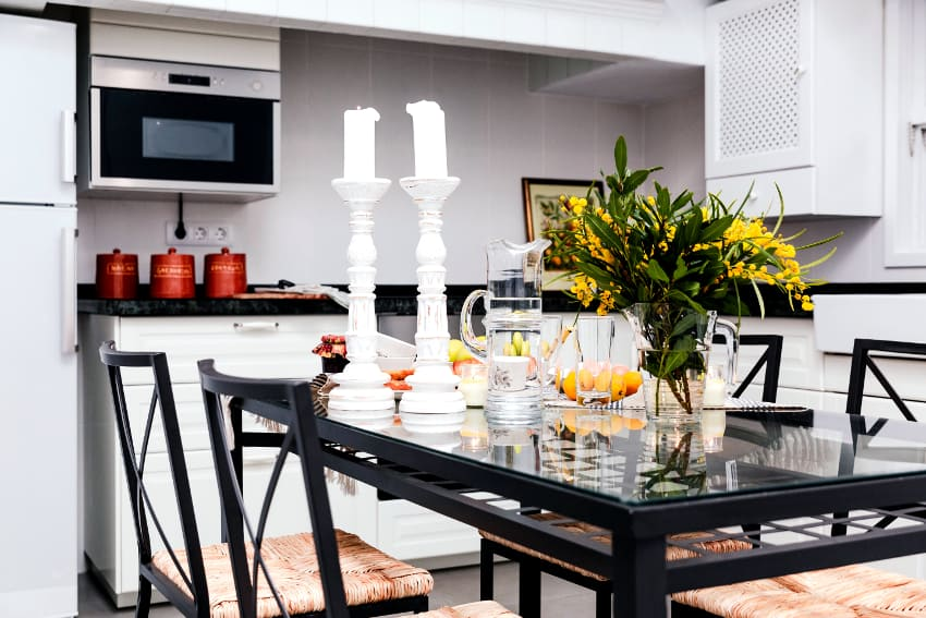 Spain - Canary Islands - La Palma - Puerto de Tazacorte - Villa Imperial - Fully equipped modern kitchen with large dining table