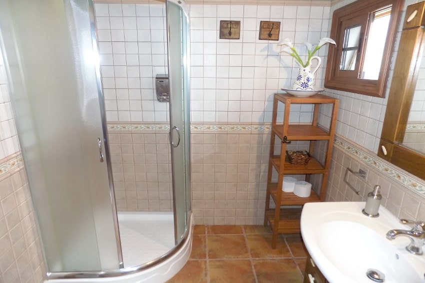 Spain - Canary Islands - El Hierro - Frontera - Finca Arteaga - Bathroom with shower