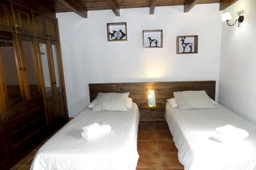 Spain - Canary Islands - El Hierro - Frontera - Finca Arteaga - Bedroom with singel bed, TV and writing desk