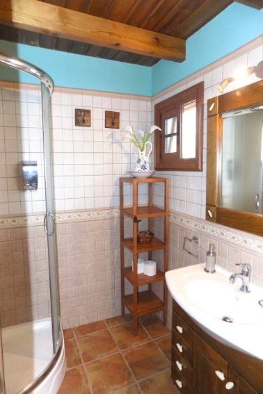 Spain - Canary Islands - El Hierro - Frontera - Finca Arteaga - Bathroom en-suite