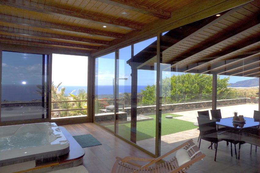 Spain - Canary Islands - El Hierro - Frontera - Villa Tejeguate - Whirlpool with stunning ocean view