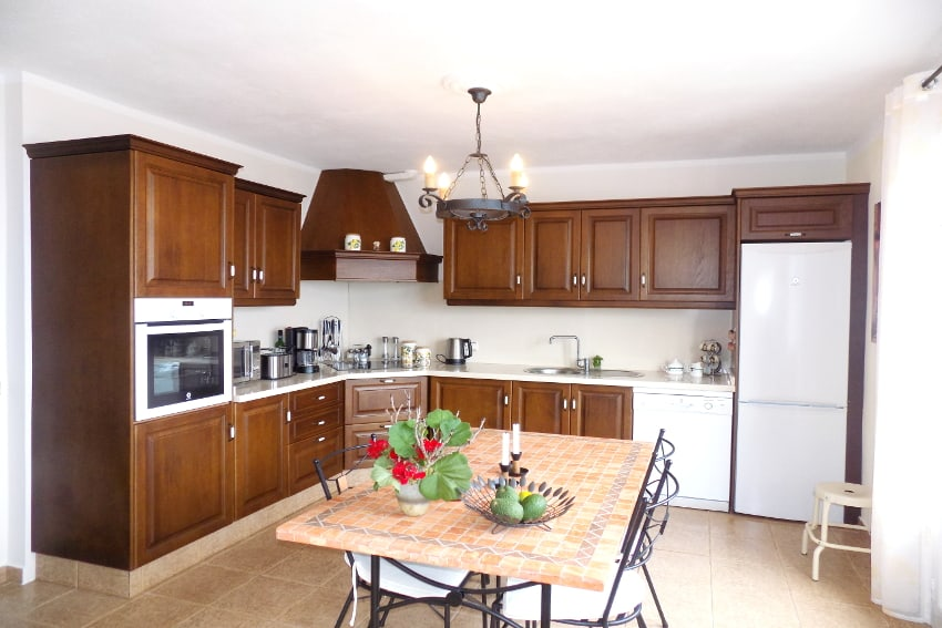 Spain - Canary Islands - La Palma - Mazo - Villa Monte Breña - Fully equipped kitchen with large dining table