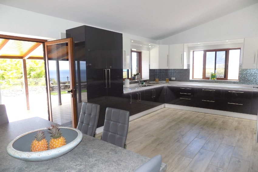 Spain - Canary Islands - El Hierro - Frontera - Villa Tejeguate - Kitchen with direct access to the covered terrace