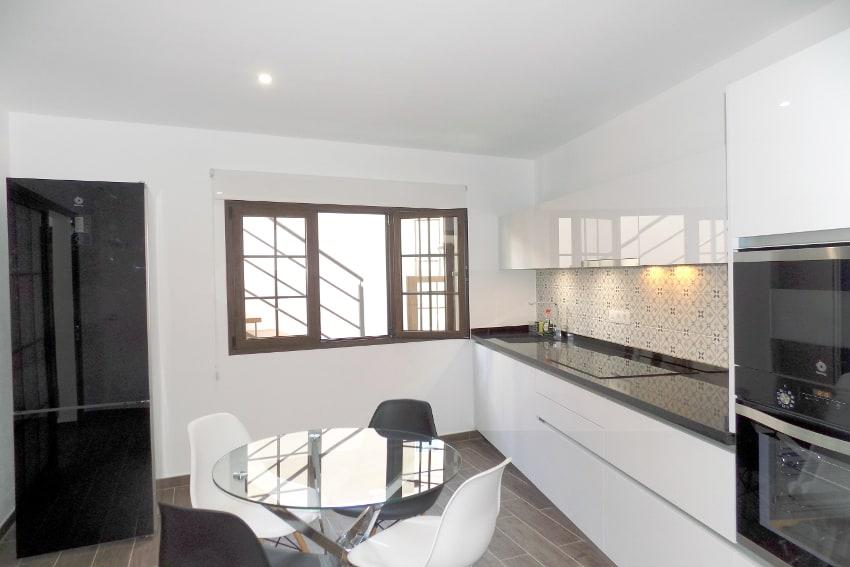 Spanien - Kanarische Inseln - La Palma - Tazacorte - Casa Maria - Modernes Stadthaus mit Sonnenterrasse - Voll ausgestattete Küche