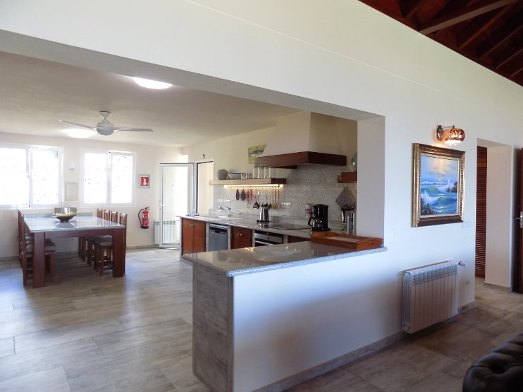 Spain - Canary Islands - La Palma - Tajuya - Villa Royal - fully equipped kitchen with spacious dining table