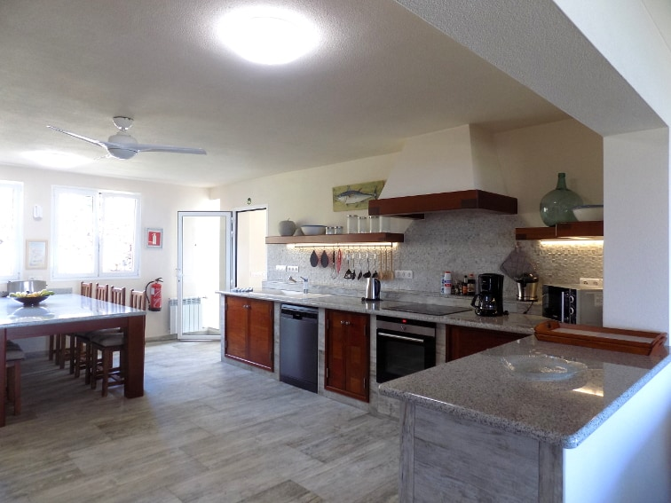Spain - Canary Islands - La Palma - Tajuya - Villa Royal - fully equipped and bright kitchen with spacious dining table