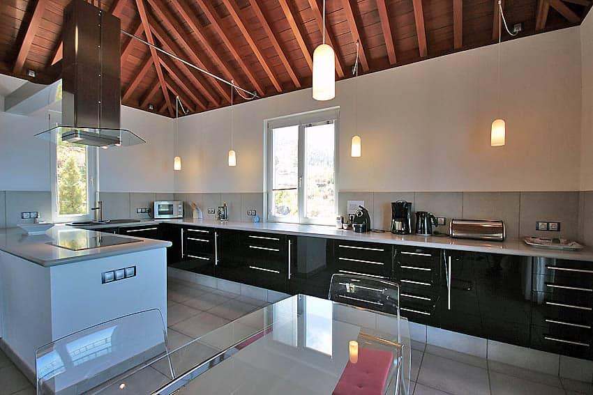 Gran cocina moderna abierta