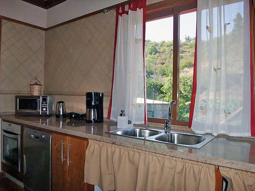 Casa Rural adaptada para personas con discapacidad La Palma con piscina Villa Las Viñitas: cocina