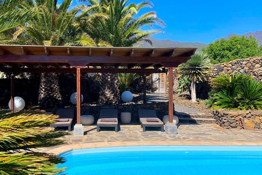 Pool, Sonnenliegen, Finca Esperanza, La Palma