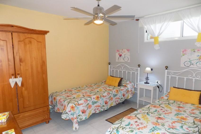 Spain - Canary Islands - La Palma - Puerto Naos - Apartment Paraiso Playa - Bedroom with two single beds