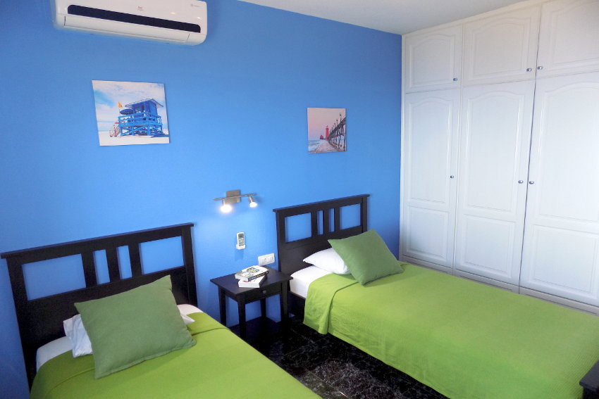 Spain - Canary Islands - La Palma - Tijarafe - Casa La Hoya - Bedroom with two single beds and air conditioner