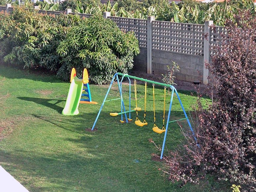 Villa mit Privatpool La Palma Villa Cerco La Cruz: Kleiner Kinderspielplatz auf dem Rasen